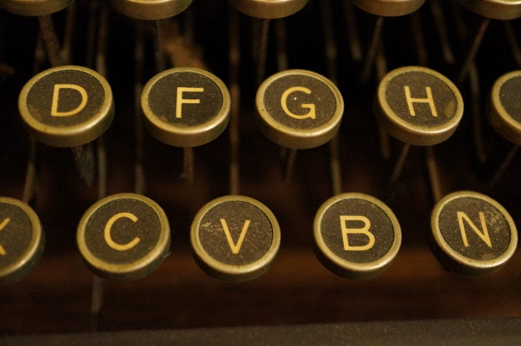 personaje máquina de escribir