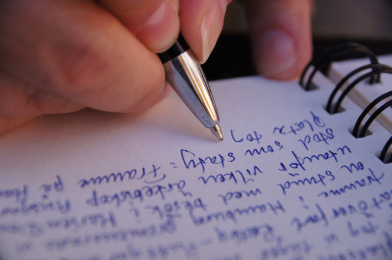 La insólita manía de escribir