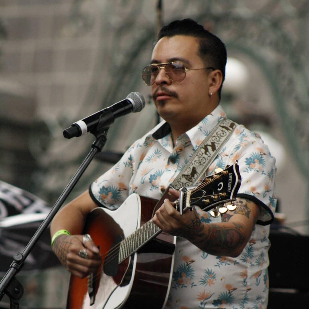 Iván García: un trago de ajenjo y poesía para el rock mexicano