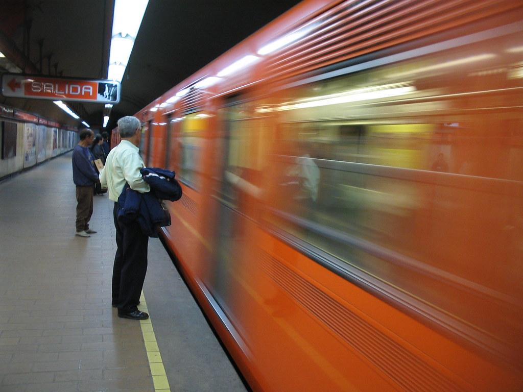 Encuentro del primer tipo con la ratota en el metro Candelaria