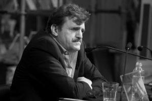 """""""La novela es el teatro donde los hombres luchan con sus demonios"""": Una entrevista con Enrique Serna"""