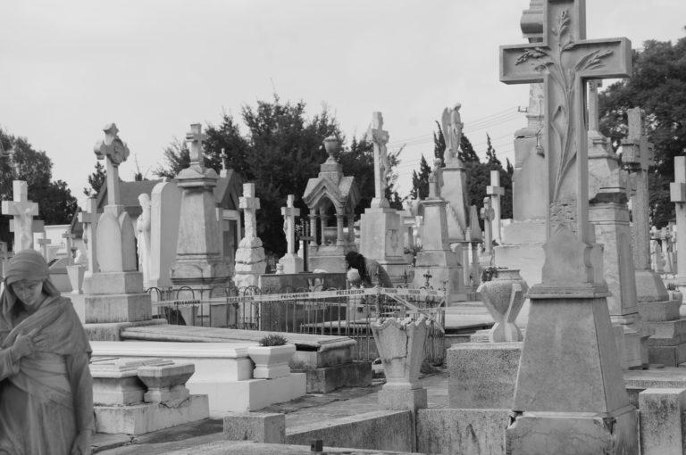 Sepulturero en el Panteón de Dolores: un oficio vivo.